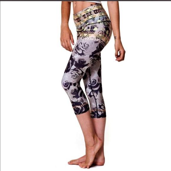 4f303d0e9c Teeki Capri Hot pants floral. M_5b1f649ede6f6211185bc21a